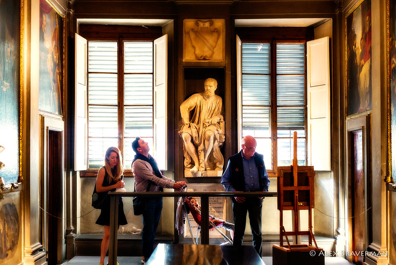Family in front of Michelangelo, in awe