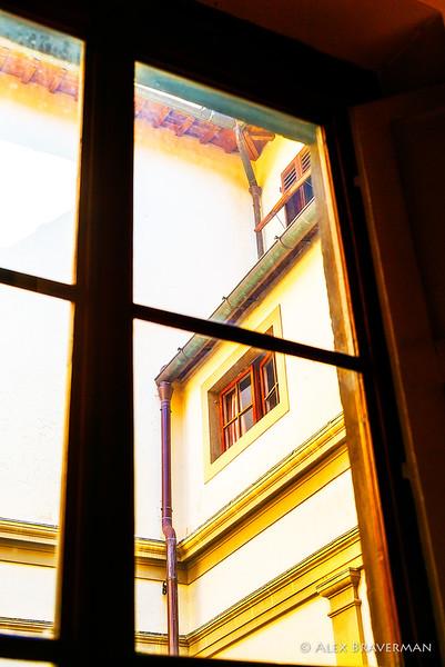 Casa Buonarroti, the inner yard through a window
