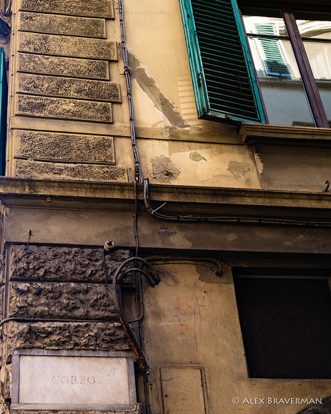They made their way<br /> along the Via del Corso...