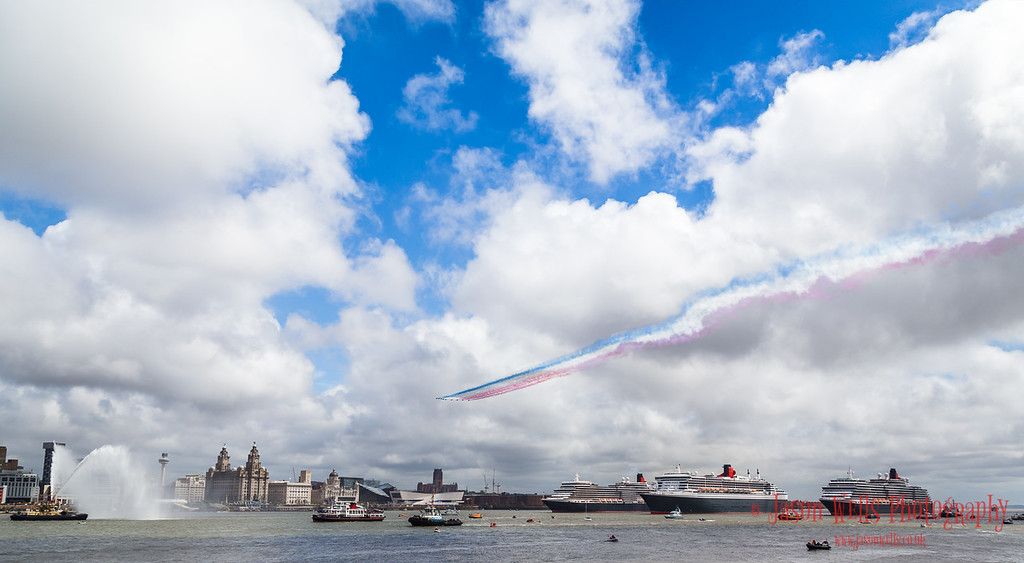 Red Arrows pass over the Three Queens.
