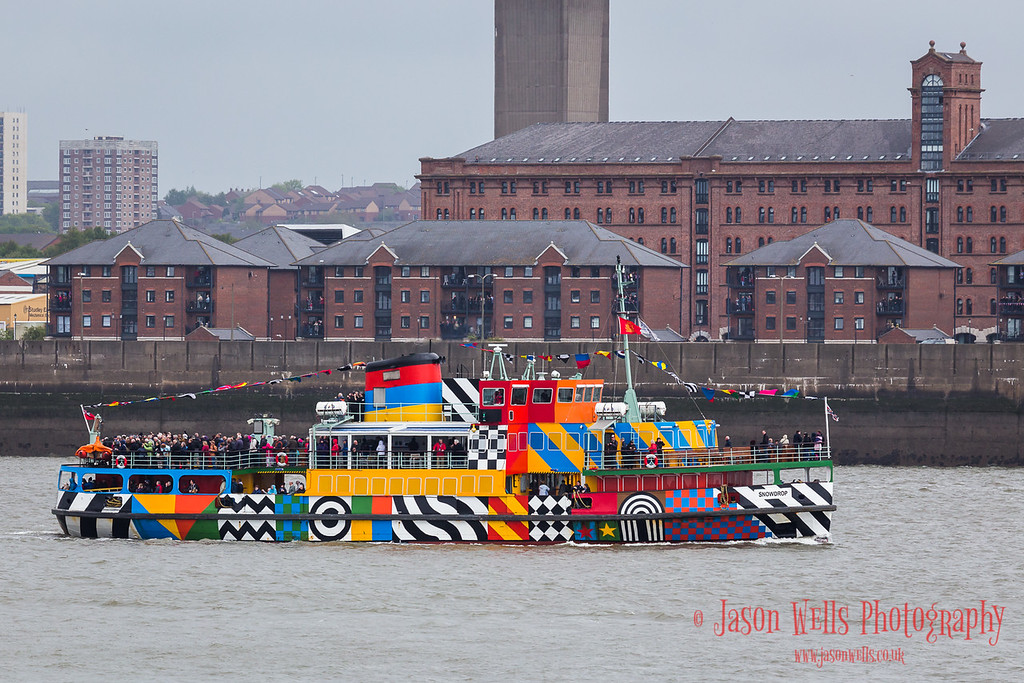Dazzle ferry packed with people witnessing the Cunard fleet meeting up.
