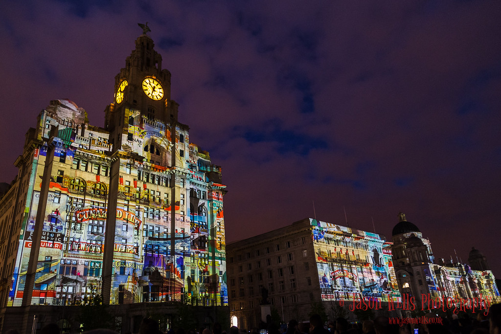 Light projection on the Three Graces.