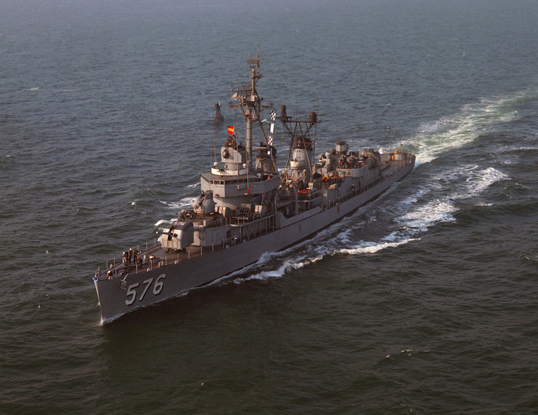 USS Murray (DD-576)<br /> <br /> Date: November 1964<br /> Location: Hampton Roads VA<br /> Source: Nobe Smith - Atlantic Fleet Sales