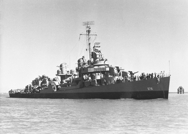 USS Murray (DD-576)<br /> <br /> Date: June 1943<br /> Location: Orange TX<br /> Source: William Clarke - National Archives