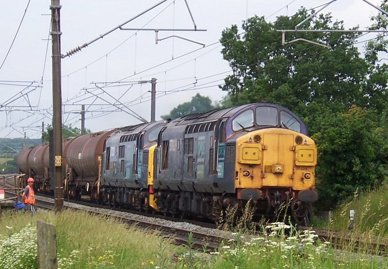 37029 and 37229, Weaver Junction. June 2006.