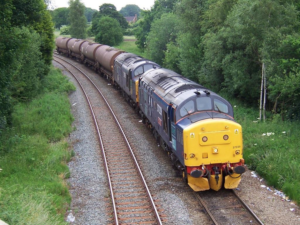 37229 and 37029, Hartford Junction. June 2006.