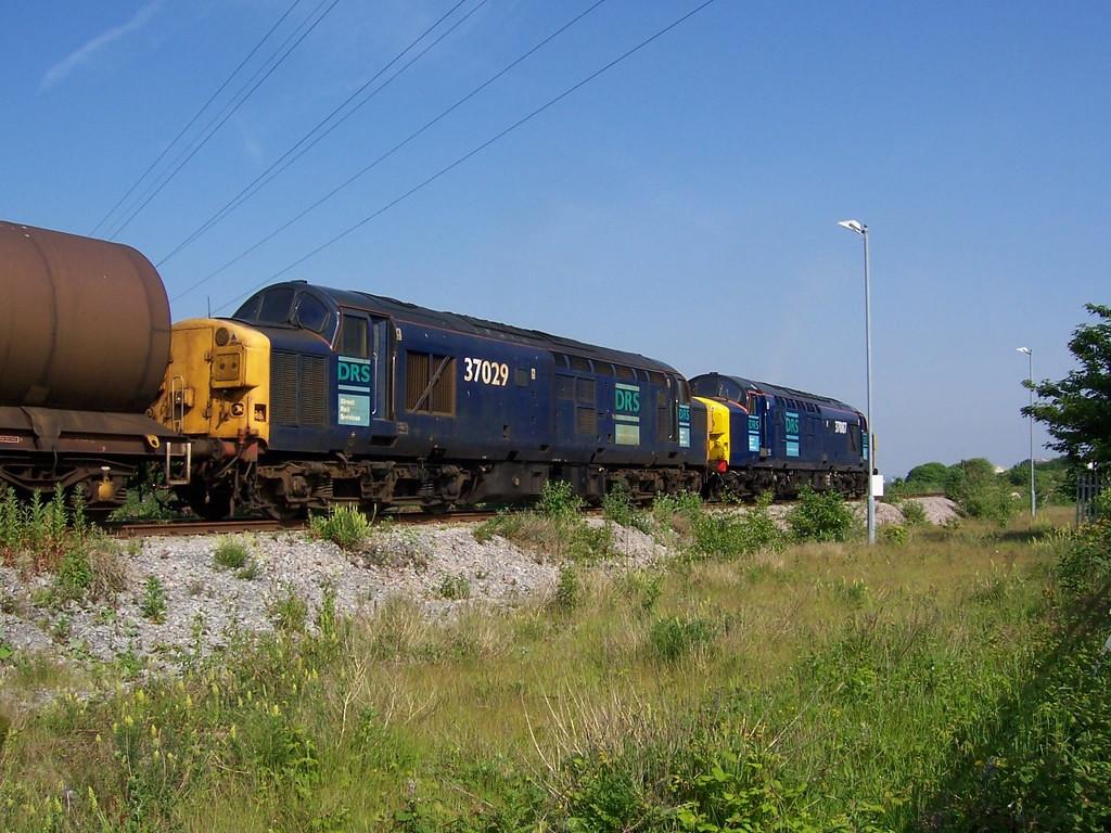 37029 and 37087, Runcorn Folly Lane. June 2006.