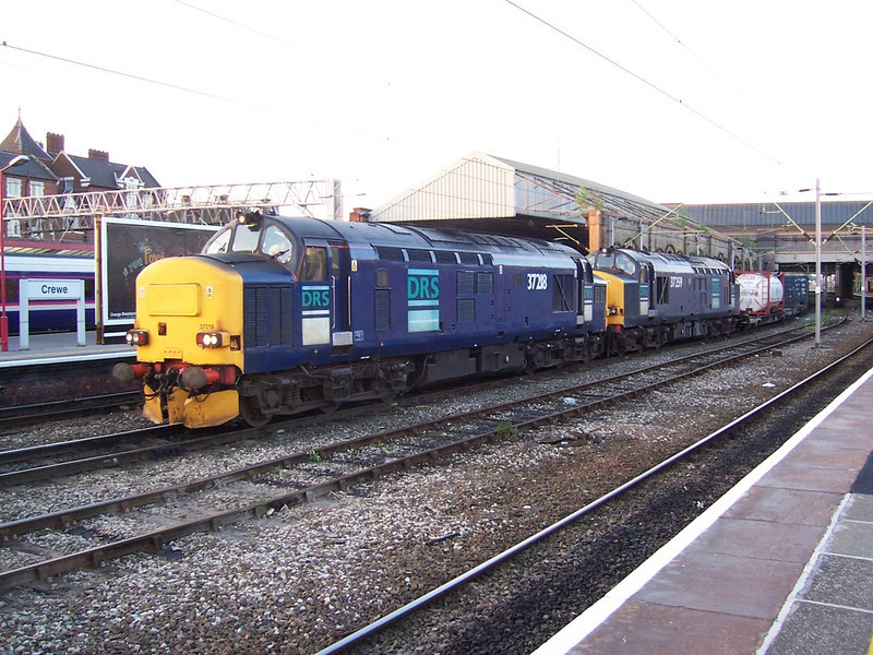 37218 and 37259, Crewe. June 2006.