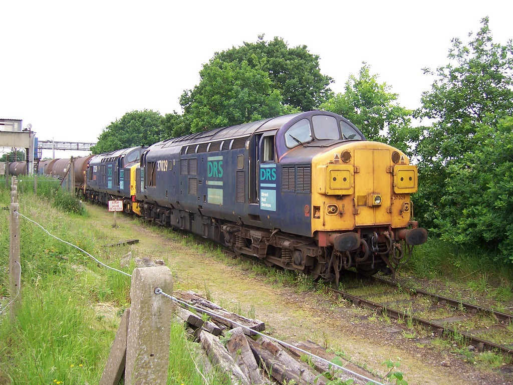 37029 and 37229, Sandbach Albion Chemicals. June 2006.