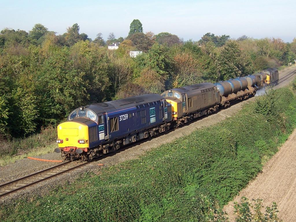 37259, 37059 and 37602. Gresford Bank. November 2006.