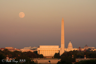 Daily photo for November 4, 2009 (View the image in its  original gallery)  Moonrise over the city - Washington, DC ... October 3, 2009 ... Photo by Rob Page III