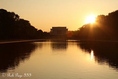Daily photo for October 19, 2009 (View the image in its  original gallery)  The Lincoln Memorial at sunset - Washington, DC ... September 1, 2009 ... Photo by Rob Page III