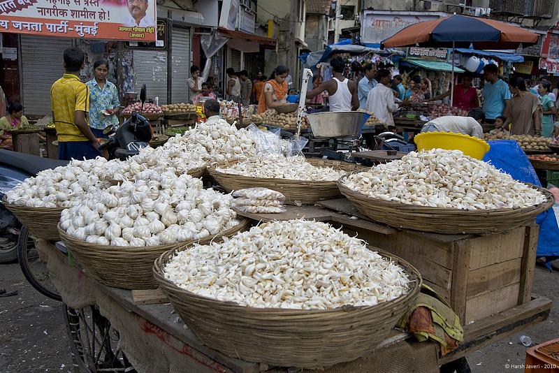 Garlic<br /> 12 July 2010 <br /> <br /> Shot at Colaba market in South Mumbai.