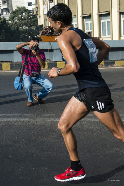 "4th year Pic 301 - Jan - 23 2013. <span style=""color:yellow"">Running, posing, running....</span> -  Mumbai Marathon 2013, Mumbai <span style=""color:cyan"">Critiques welcome! BEST VIEWED in large size. </span>  Thank you for your comments and crop suggestions to 'Fruit to go' pic."