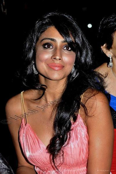 "204 13 Dec<br /> Shriya Saran (Movie star) <br /> <br /> D300 - ISO 400 No PP except for colour correction. <br /> <br /> Shot at Times Food Awards 2008<br /> <br /> Every year India's leading newspaper The Times of India, (Mumbai edition) publishes books on the best restaurants and night spots of the city. A gala event was organized on 16th November and the selected restaurants were presented awards. There was a big turnout rubbing shoulders with the society's best. <br /> <br /> more pics at gallery: <br /> <br />  <a href=""http://hershy.smugmug.com/gallery/6594238_4tdWy#420090079_p45Lu"">http://hershy.smugmug.com/gallery/6594238_4tdWy#420090079_p45Lu</a><br /> <br /> <br />  <a href=""http://www.javeri.net"">http://www.javeri.net</a>"