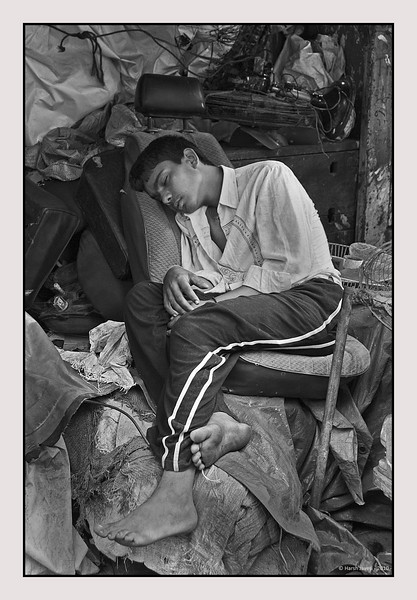 "3rd year Pic 090 - Oct 23 2010<br /> Power nap! Chor Bazar<br /> BEST SEEN IN LARGE SIZE<br /> <br /> Original colour version is here:  <br />  <a href=""http://hershy.smugmug.com/Photography/Mumbai-my-city/Chor-Bazar/13961726_aijBD#1037245010_ykEqv-A-LB"">http://hershy.smugmug.com/Photography/Mumbai-my-city/Chor-Bazar/13961726_aijBD#1037245010_ykEqv-A-LB</a>"
