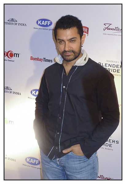 3rd year Pic 135 - Jan 17 2011<br /> Aamir Khan, Actor<br /> <br /> Times Good Food Guide Awards 2011<br /> <br /> Added: John, my cousin who owns a popular restaurant has been receiving awards for last 8 years and that's why we manage to go there for the awards ceremony. The awards are organised by the leading newspaper Times of India and they rope-in celebrities to hand over the awards. Till last time I could move around and take 'proper' pictures but sadly they have stopped it so this time I took my P&S and managed to get some shots. I guess the diminutive P&Ss have an advantage in such places! :) <br /> <br /> <br /> Best seen in XLarge size