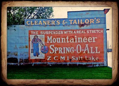 Mountaineer Suspender sign, Mackay, Idaho. 9.12