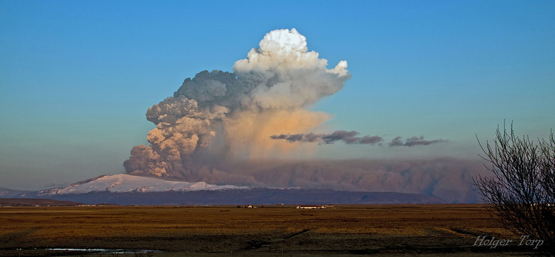 "17. apríl 2010<br /> The eruption in the volcano Eyjafjallajökull has stopped most flights in Europe for the past few days. Wonder how long that will last. Our second eruption in two months. The big one ""Katla"" is waiting - will it stop flights all over the world?"