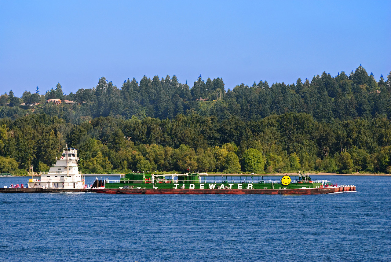 Tug & barge on the Columbia River