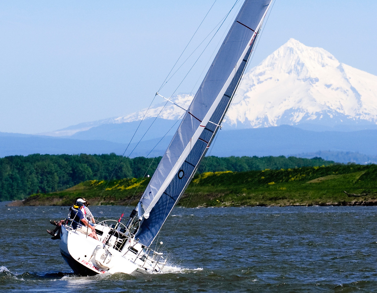 [4.17.16]  Sailing on the Columbia River
