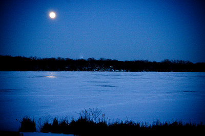 2010-01-29  Early moonrise over a frozen Reed's Lake