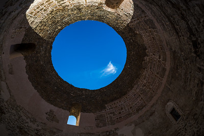 Blue sky through an oculus in Palace of Diocletian