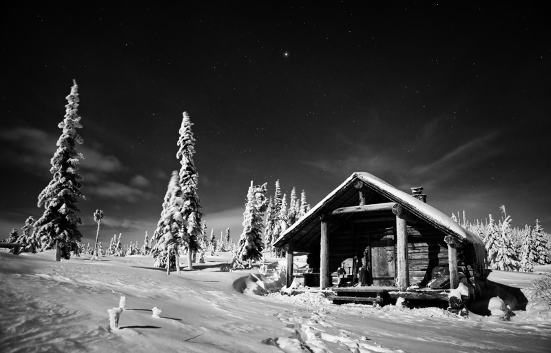 Snow Peak cabin by moonlight with  Jupiter overhead.