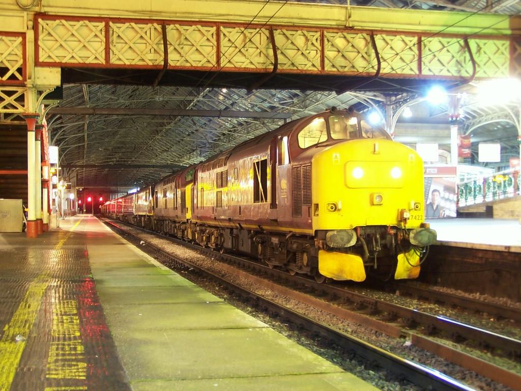 37422 and 37417, Preston. November 2007.