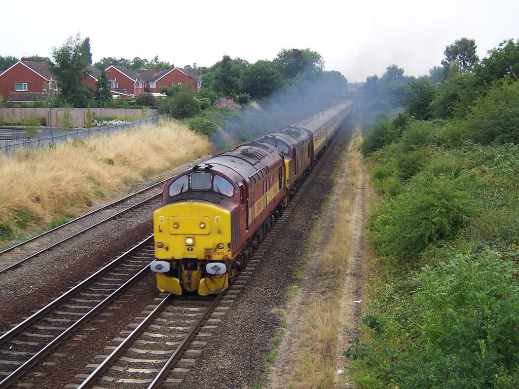 37405 and 37401, Shrewsbury. July 2006.
