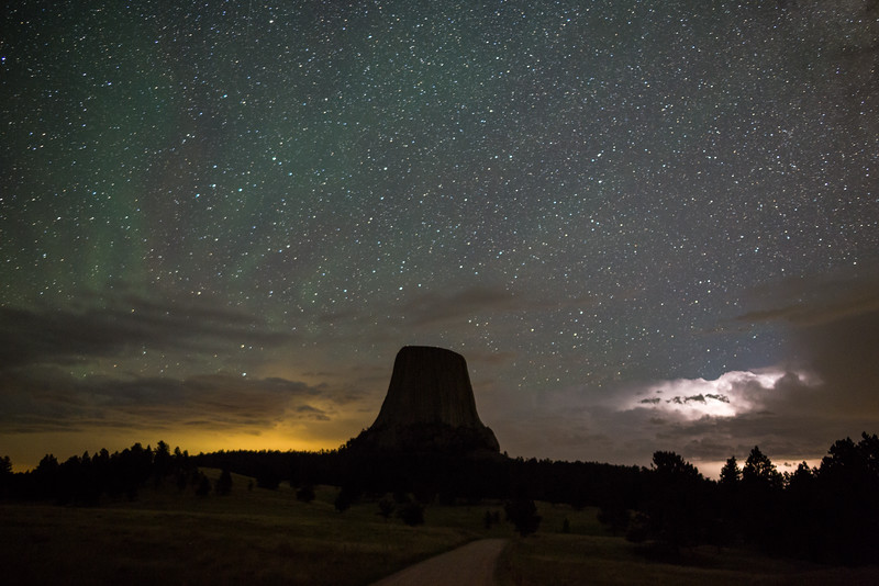 Green airglow and a weak storm. Devils Tower, Wyoming