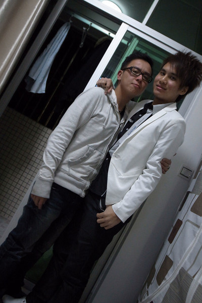 Hois and 周海濤