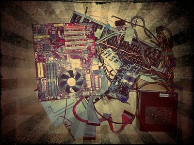 """""""ground zero"""" Die Überreste meines alten PCs... fast alles wurde durch neue Komponenten ersetzt."""