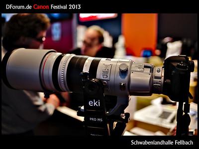"""Canon EF 200-400/f4+1,4xTK Auf dem diesjährigen dforum.de Canon-Festival in der Schwabenlandhalle in Fellbach bei Stuttgart gab es jede Menge Vorträge (Kabellos Blitzen, Wildlife am Polarkreis, Canon AF der 5D3 und 1DX, Fotorecht), jede Menge an Foto-Equipment (z.B. die im Herbst erhältliche LED-Ringleuchte von Kaiser) zum Testen und natürlich jede Menge an Kameras und Objektiven zum """"Anfassen"""". (und natürlich zu kaufen, teilweise mit ordentlichen Rabatten). Hier das neue Canon EF 200-400/f4 mit eingebauten 1,4er Telekonverter. Tolles Teil... aber für 12.000€ mir deutlich zu groß und zu schwer :-)"""