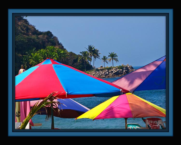 Umbrellas, Bara de Navidad, Mexico