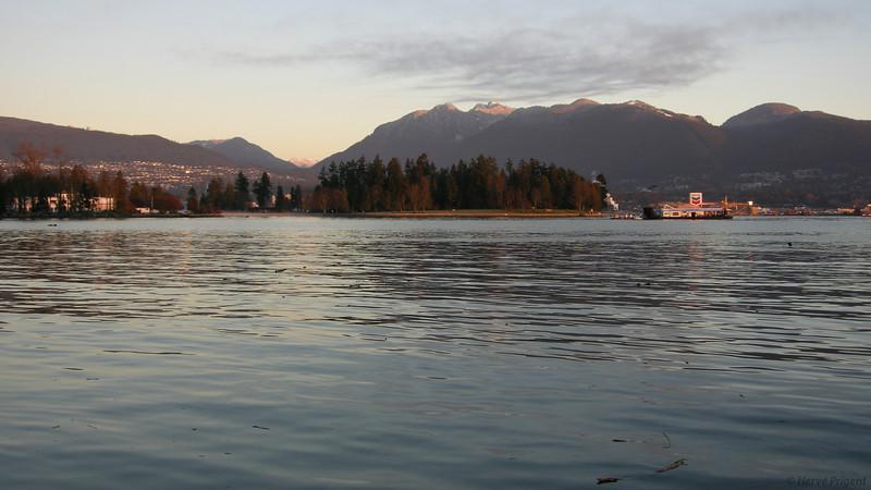 Navires et hydravions dans la baie de Vancouver