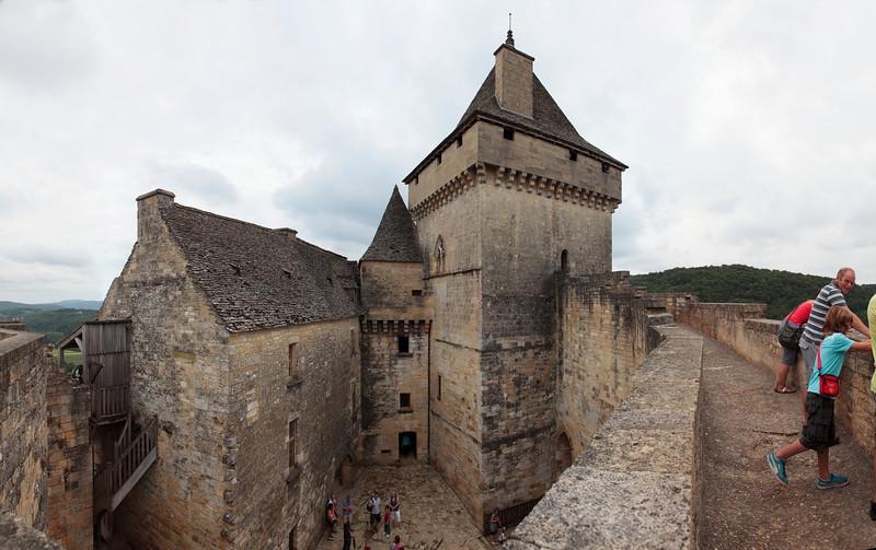 Castelnaud, Dordogne, panoramique 6 images, f/8, 1/400, iso 200, 28 mm