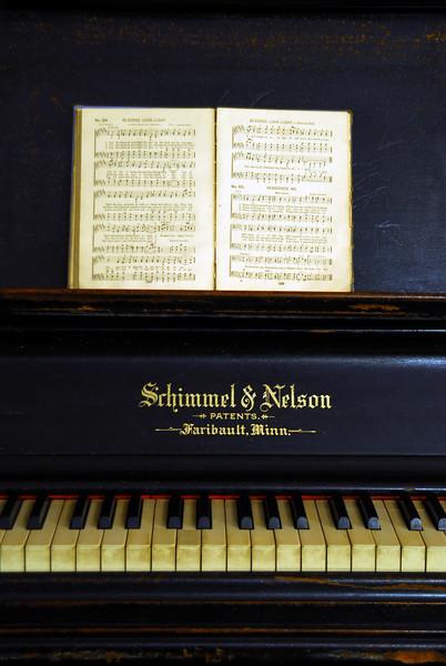 Piano - Renville Co.