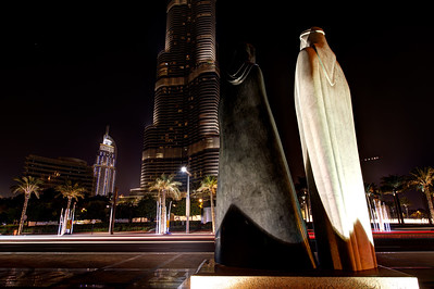 Dubai. Statue, Burj Khalifa, The Address, Dubai Mall