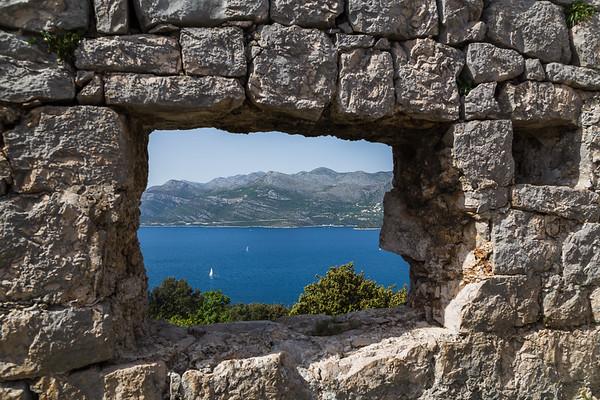 Looking through Sutvrac Fort