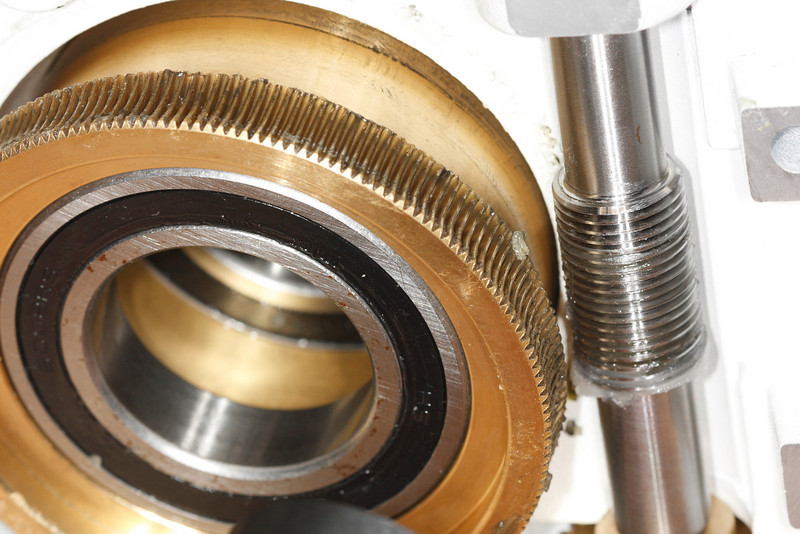 Picture of the worm and worm gear after tapping it out.