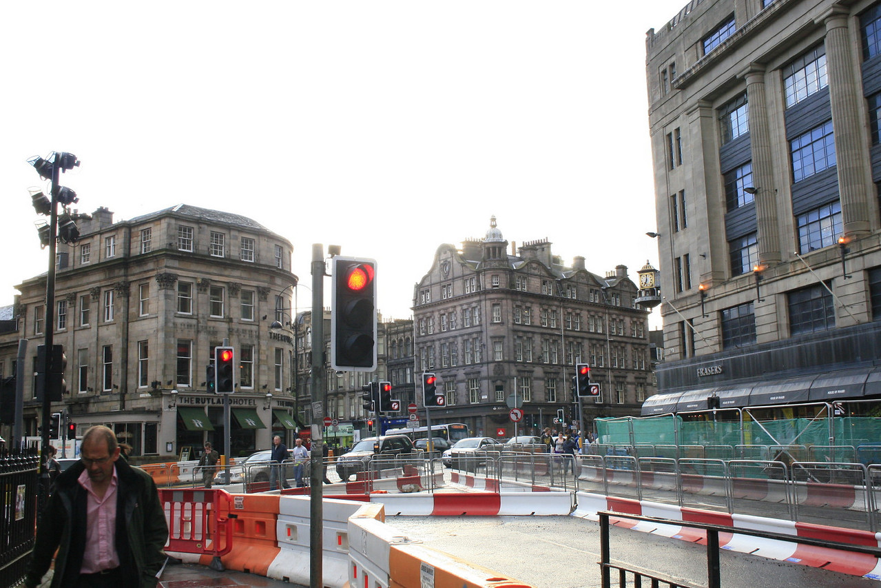 Bus drivers, taxi drivers, pedestrians, Edinburgh citizens, visitors, and even animals are bothered by the interference the tram's construction is causing.<br /> <br /> Look at all those red lights. This is just one intersection!