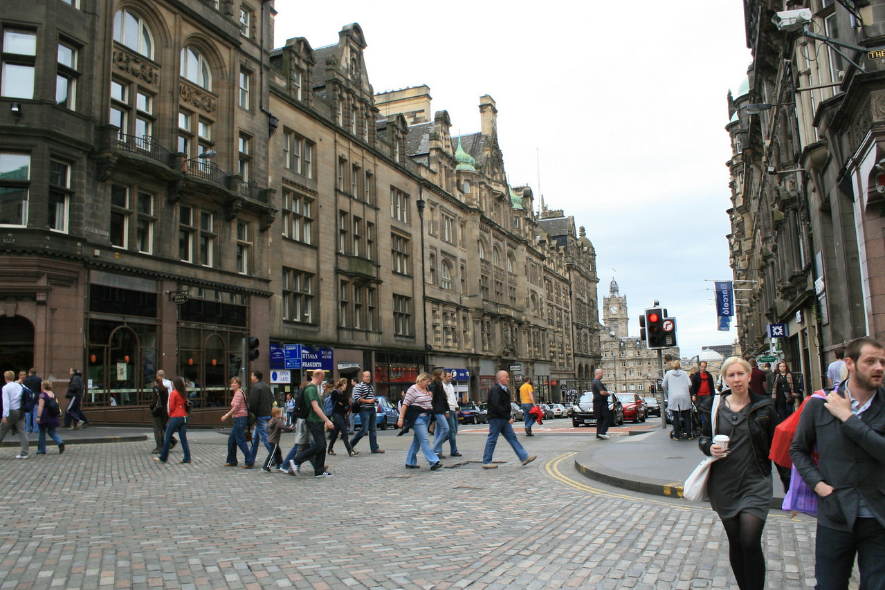 It sure is a bustling city center along the Royal Mile.