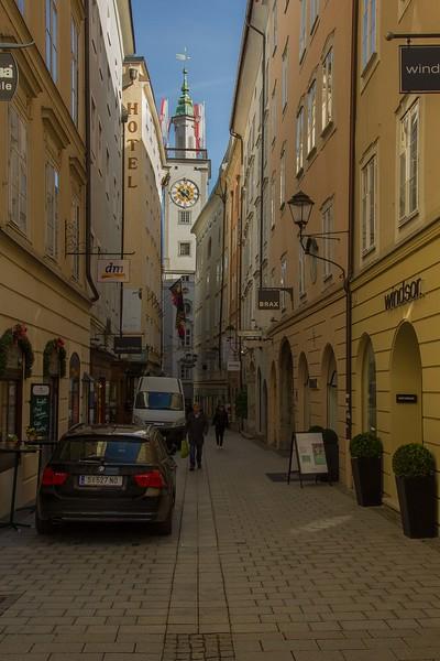 The narrow Sigmund-Haffner-Gasse in Salzburg.<br /> Photo © Carl Clark