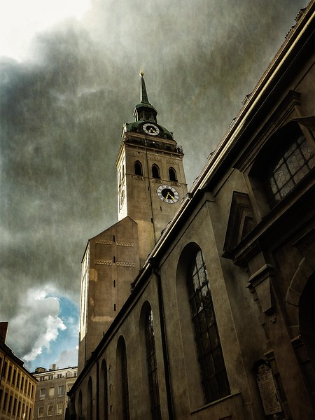 St. Peter's Church, Munich.<br /> Photo © Cindy Clark