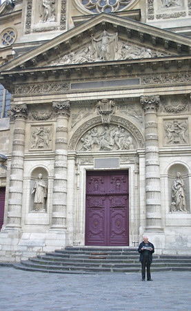 man outside Saint-Etienne Du Mont