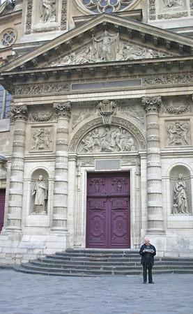 man outside Saint-Etienne Du Mont