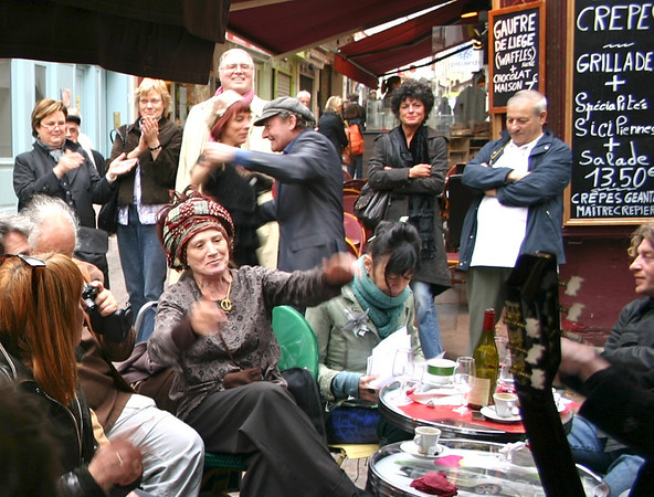 Singing & dancing 3- Rue Mouffetard