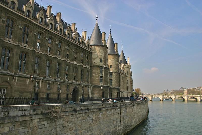 Palais Du Justice along the Seine