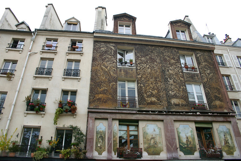 Apartments along Rue Mouffetard